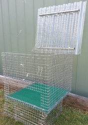 Wire mesh litter box with lift up lid